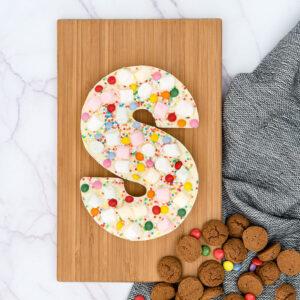 De Luxe witte eerlijke chocoladeletter Sinterklaas Kapoentje