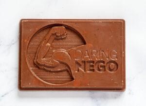 logo-in-chocolade-laten-bedrukken-chocstar-relatiegeschenk