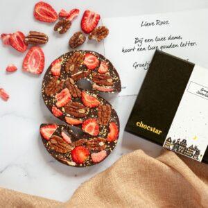 Luxe donkere chocoladeletter met echt goud