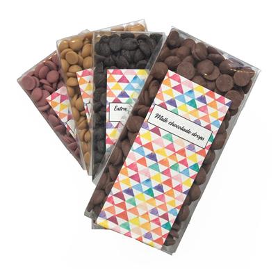De chocolade drops worden verpakt in een plastic doosje à 160 gram.