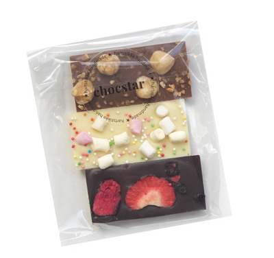 De Chocstar mini-reepjes worden verpakt in een transparant zakje met Hartstikke Handmade Label