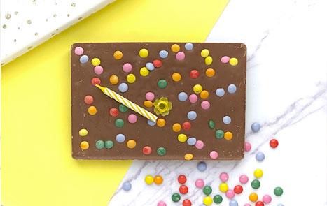 Op zoek naar een uniek verjaardagscadeau? Bekijk onze chocoladecadeaus voor het feliciteren van een jarige.